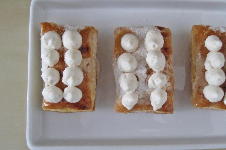 Milhojas con crema de limon y fruta