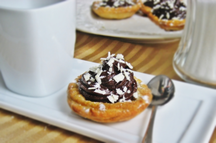 Tartaletas de hojaldre y chocolate