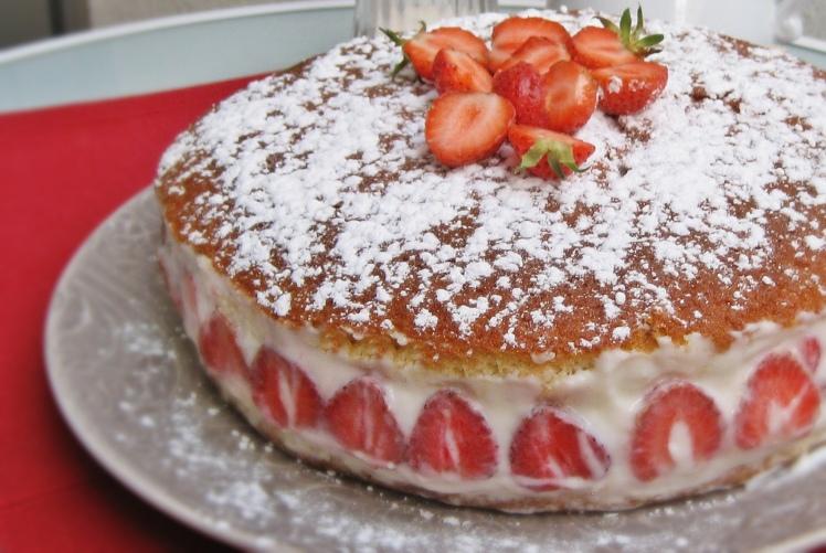 Tarta de fresas y chocolate blanco