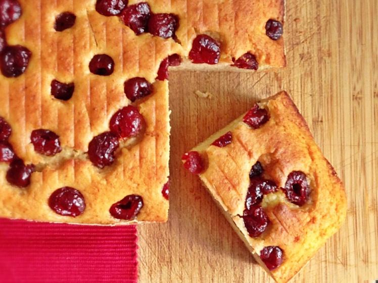 Bizcocho saludable de cerezas y manzana 3