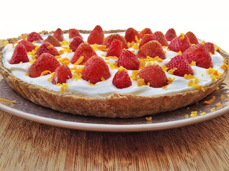 Tarta de fresas, naranja y limón