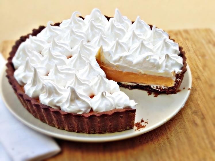 Tarta de naranja cacao y merengue