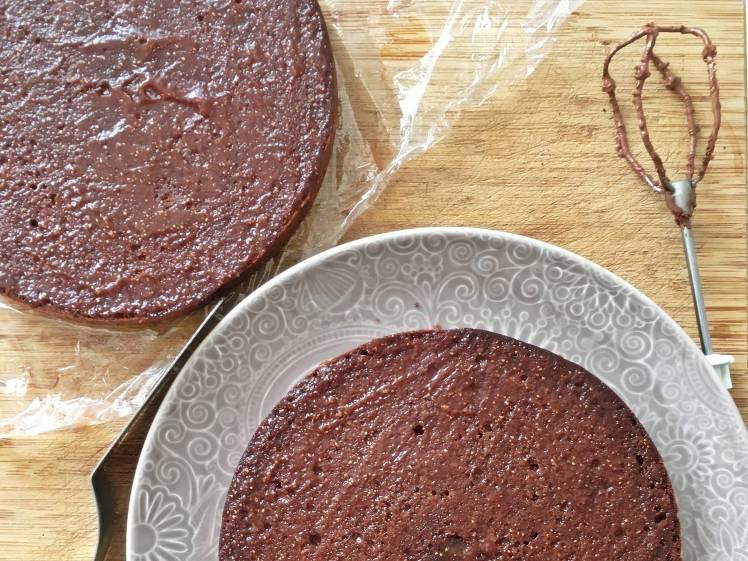 Tarta de chocolate, nata y fresas -4